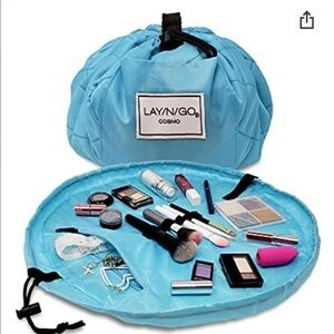 LayNGo Cosmo travel makeup bag.